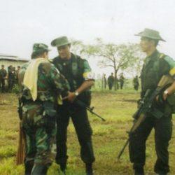 A los soldados y policías